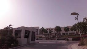 Autoreise zum Hotel Park Hyatt im Abu Dhabi-Vorratgesamtlängenvideo stock video