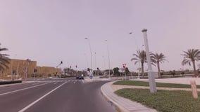 Autoreise zur Ferrari-Welt-Yas-Insel im Abu Dhabi-Vorratgesamtlängenvideo stock video