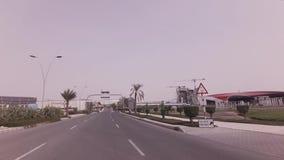 Autoreise zur Ferrari-Welt-Yas-Insel im Abu Dhabi-Vorratgesamtlängenvideo stock footage
