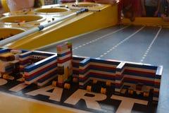 Autorennenbahn Legoland - Lego für Kinder Lizenzfreies Stockbild