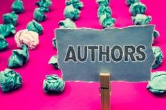 Autori di scrittura del testo della scrittura Tenuta di Creator Clothespin del compositore di Poet Biographer Playwright del gior fotografia stock libera da diritti