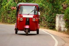 Autorickshaw na estrada, Sri Lanka Foto de Stock