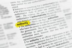 Autoridade inglesa destacada da palavra e sua definição no dicionário fotos de stock
