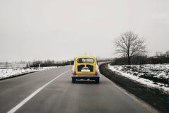 Autorización amarilla vieja Zastava 705 en el camino hecho en SFRJ Fotografía de archivo libre de regalías