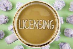 Autorización del texto de la escritura El concepto que significa a Grant un permiso de la licencia el uso algo permite legalmente fotografía de archivo libre de regalías
