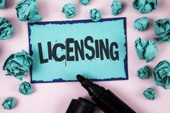 Autorización del texto de la escritura de la palabra El concepto del negocio para Grant un permiso de la licencia el uso algo per fotografía de archivo libre de regalías