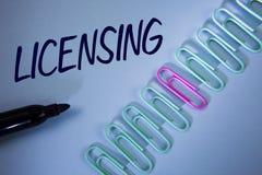 Autorización del texto de la escritura de la palabra El concepto del negocio para Grant un permiso de la licencia el uso algo per foto de archivo libre de regalías