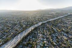 Autoroute aérienne de l'itinéraire 118 de fin de l'après-midi à Los Angeles image libre de droits