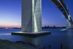 Autoroute de pont en passage Photos stock