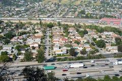 Autoroute 5 et ville d'un état à un autre de LA Photos stock