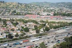 Autoroute 5 et ville d'un état à un autre de LA Photo stock
