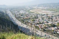 Autoroute 5 et ville d'un état à un autre de LA Photographie stock libre de droits