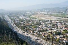 Autoroute 5 et ville d'un état à un autre de LA Photo libre de droits