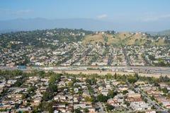 Autoroute 5 et ville d'un état à un autre de LA Photographie stock