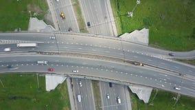Autoroute urbaine élevée clip Vue supérieure aux courbes et aux lignes de la route de ville La courbe de la passerelle de suspens Photos libres de droits