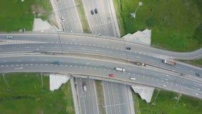 Autoroute urbaine élevée clip Vue supérieure aux courbes et aux lignes de la route de ville La courbe de la passerelle de suspens Photographie stock
