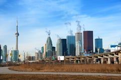 Autoroute urbaine de Gardiner et horizon de Toronto Photos stock