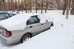 Autos abgedeckt im Schnee Lizenzfreies Stockbild