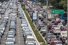 Autos auf Asphalt Lizenzfreie Stockfotografie