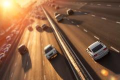 Autos auf Datenbahn stockbild