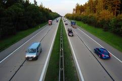 Autos auf Datenbahn Lizenzfreies Stockfoto