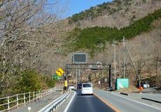 Autos auf der Straße in Kawaguchi, Japan Stockfotos