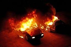 Autos auf Feuer Stockbilder