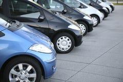 Autos auf Parken stockfotografie