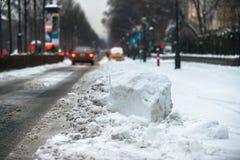 Autos bedeckt im Schnee nach Blizzard Lizenzfreies Stockbild