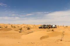 Autos 4x4 an der Wüste Lizenzfreies Stockbild