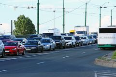 Autos fest im Verkehr Lizenzfreie Stockbilder