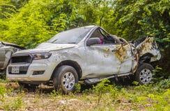 Autos haben Zusammenstoß mit großer Drehzahl auf gefrorener Datenbahn Lizenzfreie Stockbilder