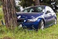 Autos haben Zusammenstoß mit großer Drehzahl auf gefrorener Datenbahn Lizenzfreies Stockfoto