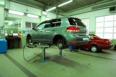 Autos im Automobilservice lizenzfreie stockbilder
