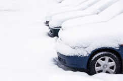Autos im Schnee Lizenzfreie Stockfotos