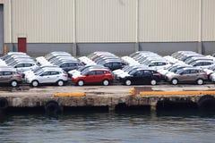 Autos am Kanal stockbilder