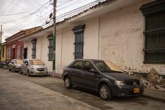 Autos mit Pappe auf Windschutzscheibe in Ciolombia Stockfotos