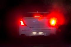 Autos nachts im kühlen Wetter Lizenzfreie Stockfotografie