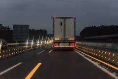 Autos und LKW am Autobahn mit Straßenarbeiten, Deutschland Lizenzfreies Stockbild