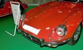 Autosalon Slovakien 2014 - röda Jaguar Arkivbild