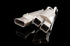 Autoschalldämpfer auf einer schwarzen Illustration des Hintergrundes 3D, Wiedergabe 3D Stockfotografie