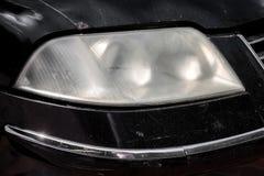 Autoscheinwerfer unpoliert Stockfoto