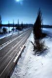 Autosnelweg door het land stock afbeelding