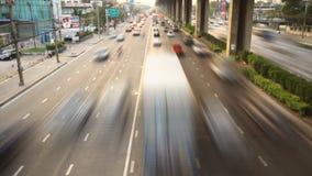 Autosnelwegopstopping bij schemer stock footage