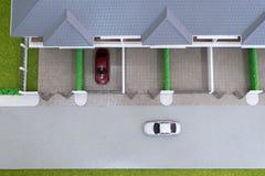 Autospielzeug auf der Straße Stockfotografie