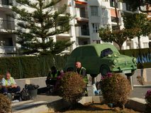 Autostandbeeld op Rotonde in Fuengirola op Costa del Sol in Spanje stock foto