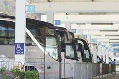 Autostazione con i bus vuoti in Cattaro Fotografia Stock