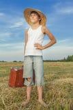 Autostopista adolescente alegre en campo del campo Fotografía de archivo