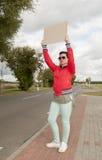 Autostopista con la muestra en blanco Imagen de archivo