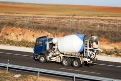 autostradą ciężarówka zdjęcia stock